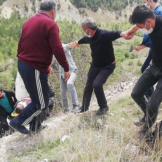 Tokatta yaralı sürücüyü insan zinciri oluşturup kurtardılar