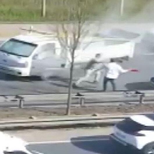 Beykozda trafikte yol verme kavgası: Önce tekmeledi sonra yangın tüpüyle saldırdı