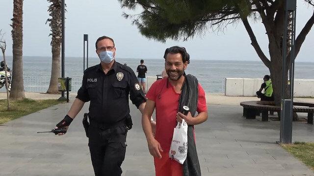 Hem suçlu hem pişkin: Kısıtlamada sokakta yakalanan maskesiz adam ceza yiyince polisleri öpmek istedi