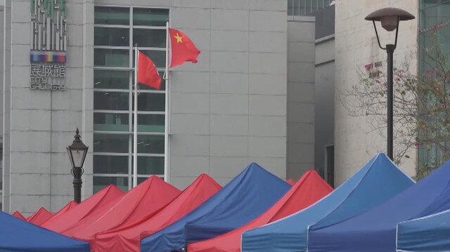 Hong Kong'ta yerli ve yabancı çalışanlar için mobil Kovid-19 test merkezleri kuruldu