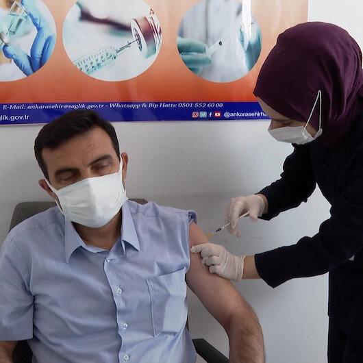 Ankarada muhtarlara Kovid-19 aşısı yapılmaya başlandı