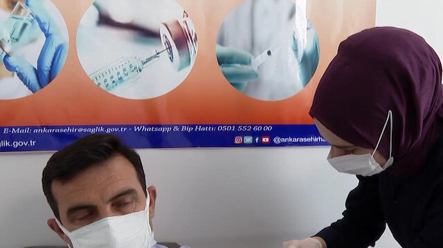 Ankara'da muhtarlara Kovid-19 aşısı yapılmaya başlandı