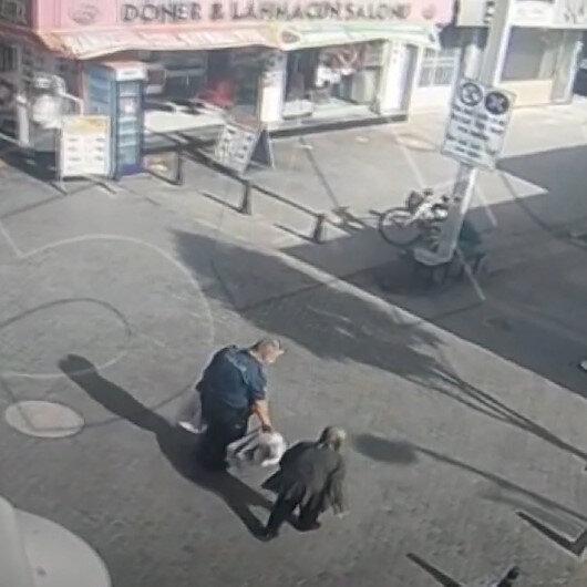 Yaşlı kadının market poşetlerini evine kadar taşıyan polis memuru kamerada
