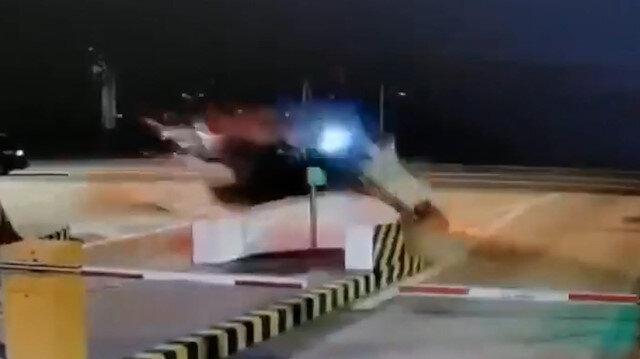 Çin'de gişelere çarpan otomobil havada takla attı