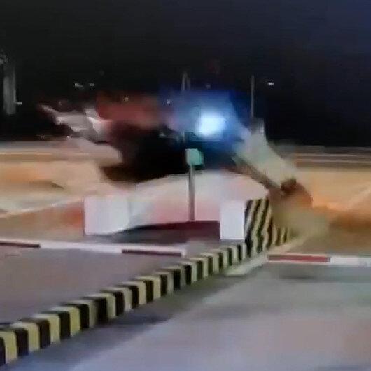 Çinde gişelere çarpan otomobil havada takla attı