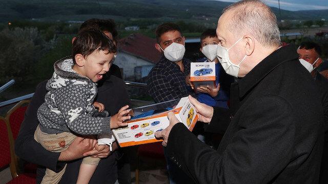 Cumhurbaşkanı Erdoğan, çiftçi bir vatandaşın evinde iftar yaptı