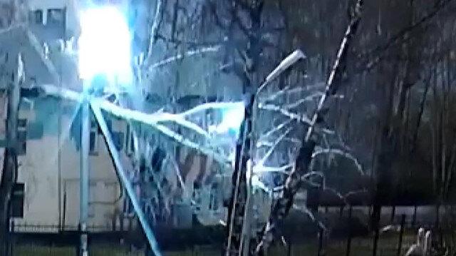 Moskova'da kopan elektrik tellerinin altında kalmaktan kıl payı kurtuldular