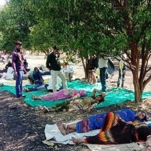 Hindistan'da Kovid hastaları portakal bahçelerinde tedavi görüyor: Serumlar ağaç dallarına asılıyor