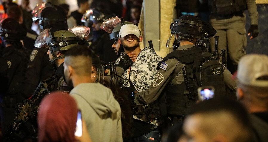 Olaylar sırasında gözaltına alınan Kudüslü gençlerden biri.