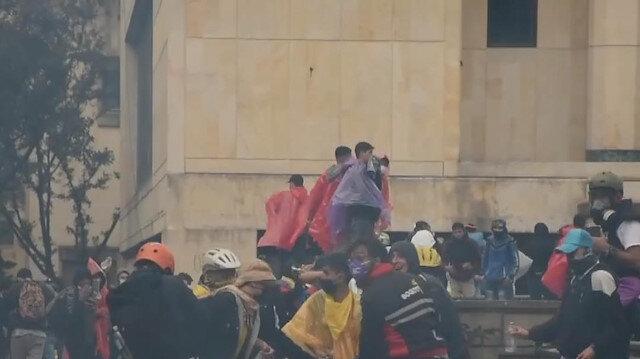 Kolombiya'daki vergi reformu karşıtı gösteriler sürüyor: Ölü sayısı 24'e yükseldi