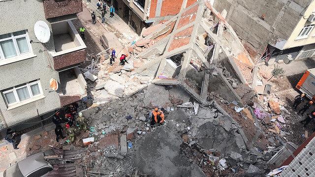 Zeytinburnu'nda boşaltılan 5 katlı bina çöktü: Yıkılma anı kamerada