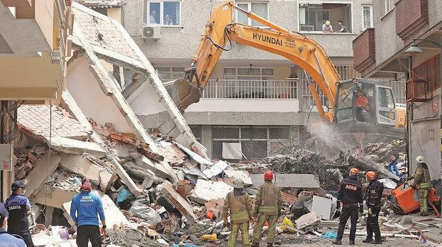 Faciaya kıl payı: İstanbul'da 5 katlı bina çöktü
