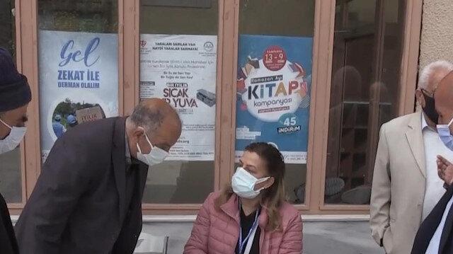 Van'da 55 yaş üstü vatandaşlar cuma namazı çıkışı aşıya götürüldü