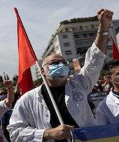 Atinada işçi ve memurlar sokakta
