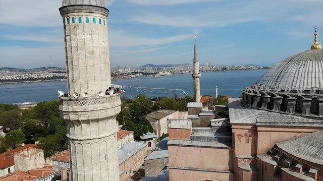 Ayasofya Camii'ne 87 yıl sonra ilk mahya asıldı