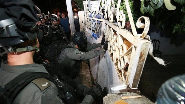 İşgalci İsrail polisi Doğu Kudüs'te Filistinli bir ailenin evine zorla girdi