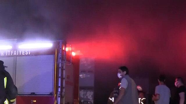 Bursa'da kauçuk fabrikasında yangın: 6 kişi dumandan etkilendi