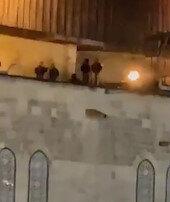 İşgalciler Mescid-i Aksanın çatısına ayak bastı