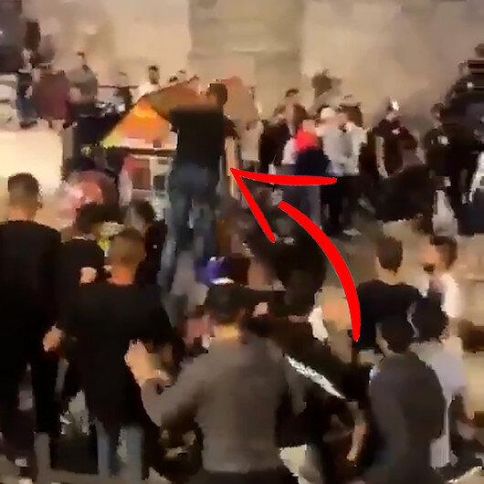 Filistinli gençten işgalci İsrail polisine uçan tekme