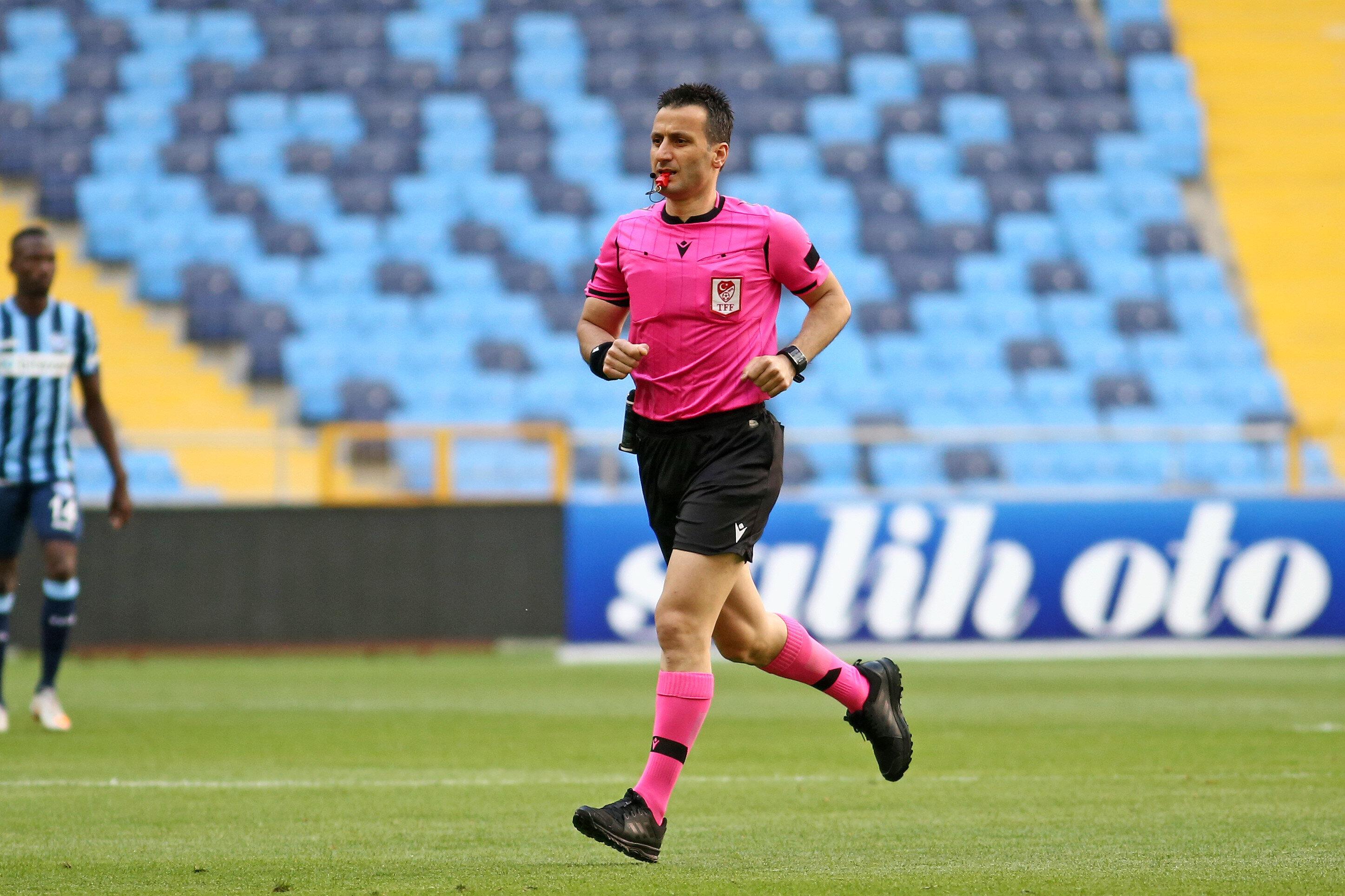 Suat Arslanboğa rakipten gelen top için 'ofsayt' kararı vermişti.