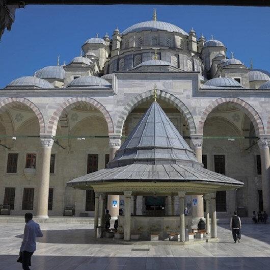 في ظل كورونا.. البيوت تحتفي بروحانيات ليلة القدر في تركيا
