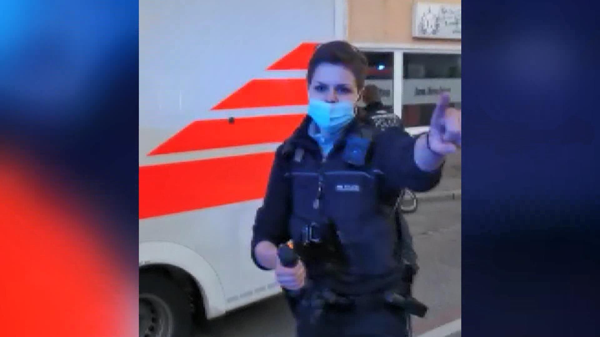 Almanya'da kazada yaralanan kızının yardımına koşan Türk babaya biber gazlı müdahale