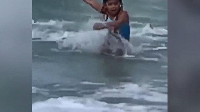 Köpek balığı saldırısına uğrayan küçük kız son anda kurtuldu