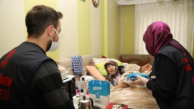 Palandöken Belediyesi ekipleri, yalnız yaşayan Vecihe ninenin hayır duasını aldı