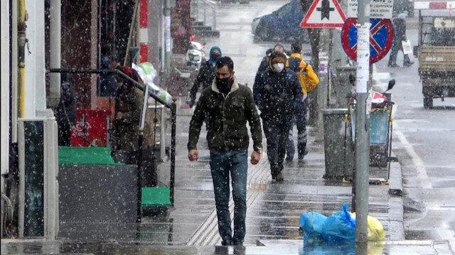 Kars ve Ardahan'a mayısta kar yağdı