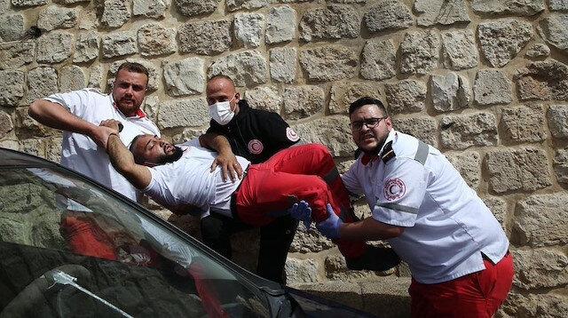 İsrail Mescid-i Aksa'daki yaralılara ulaşmak isteyen sağlık görevlilerine saldırdı