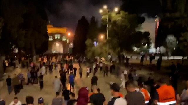 İşgalci İsrail güçleri akşam namazı sonrası Mescid-i Aksa'daki cemaate saldırdı