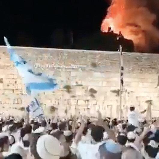 Mescid-i Aksa'nın avlusunda çıkan yangını kutlayan vahşi İsrailliler aynı şarkıyı Devabişe bebeğin katliamında da söylemişti