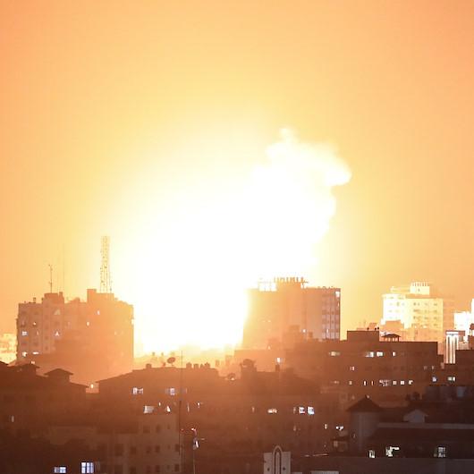 İşgalci İsrail Gazze'nin çeşitli noktalarını bombalamaya devam ediyor