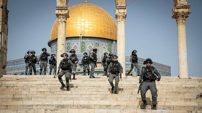 İşgalci İsrail askerlerinin Mescid-i Aksa'da gerçekleştirdikleri saldırılarda bir çok Filistinli sivil yaralandı.