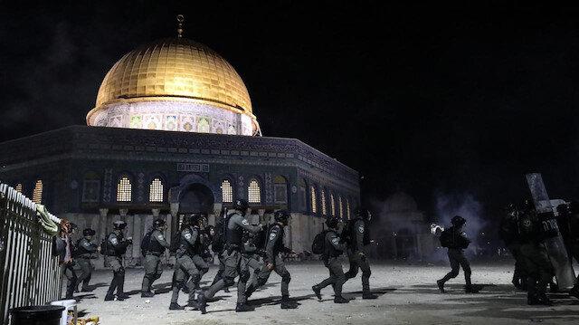 İşgalci İsrail polisi yine Mescid-i Aksa'ya saldırdı: Mermiye karşılık taş