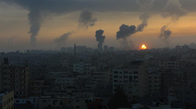 İsrail savaş uçakları Gazze'deki güvenlik merkezlerini yoğun bombardımana tuttu