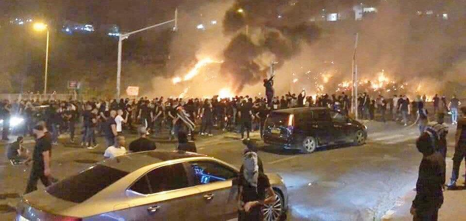 Askalan'da, Filistinliler İsrail polisi ve Yahudi yerleşimcilerle çatıştı. Şehrin dört bir yanından siren sesleri yükseldi.n