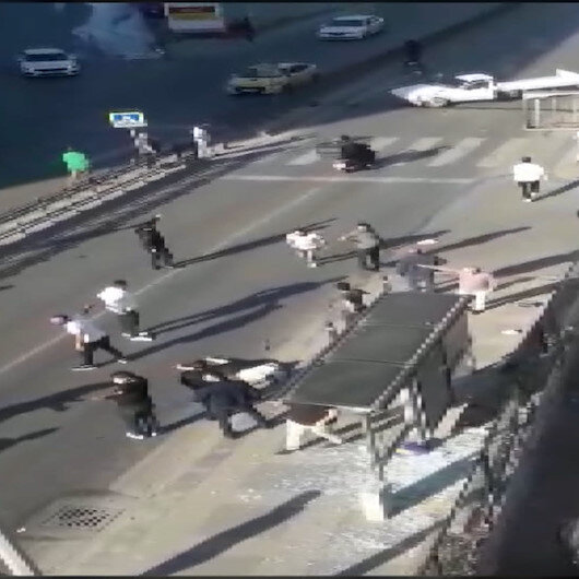 Pendikte otobüs durağına dalan şoför ve arkadaşları kaçtı