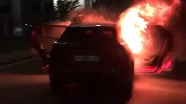 İsrail Başkonsolosluğu önünde aracını yaktı