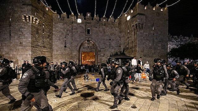 İşgalci İsrail polisi yine Kudüs'teki Şam Kapısı'nda Filistinlilere saldırdı: 3 yaralı