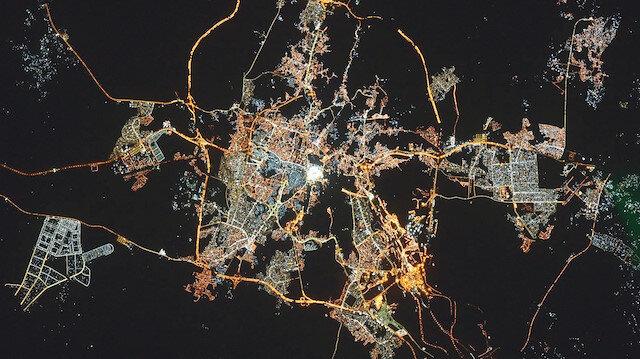 Uzaydan Kâbeli bayram tebriği: Göz kamaştırıyor