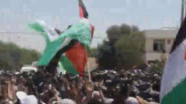 Ürdünlüler sınıra gelerek Filistin'e destek gösterisi düzenledi