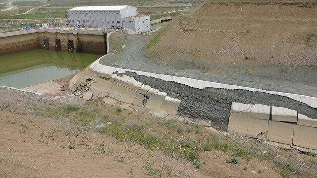 HES kanalındaki duvar çöktü: 300 dönüm tarla sular altında