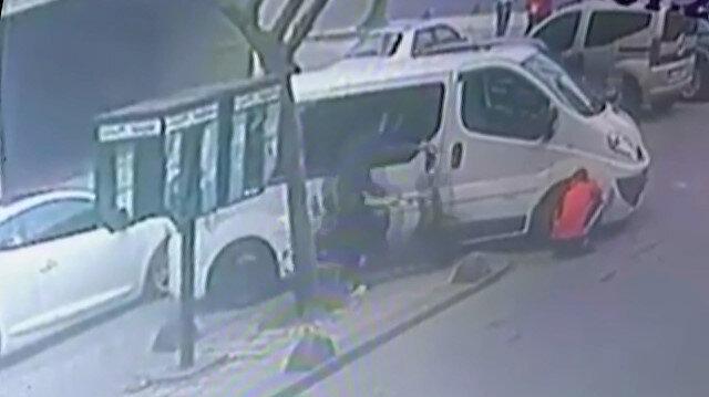 Motosikletiyle kaldırımdan geçmeye çalışan sürücü lastik değiştiren adama çarptı