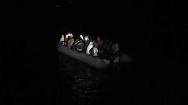 Yunanistan'ın geri ittiği bottaki 28 göçmen kurtarıldı