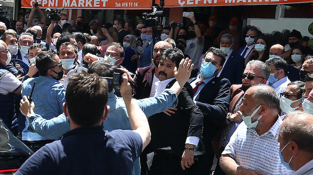 İYİ Partililer Rize esnafını yumrukladı Akşener programını yarıda kesip  bölgeden ayrıldı - Yeni Şafak