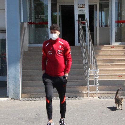 A Milli Futbol Takımı oyuncuları Serik Devlet Hastanesinde Kovid-19 aşısı yaptırdı