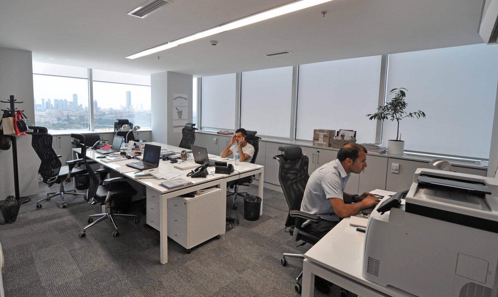 Pandemide evden çalışma uygulaması ile ofis kiraları hızla düşüşe geçti.