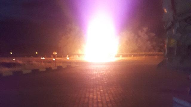 Manisa'da bariyerlere çarpan otomobil alev alev yandı