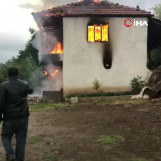 Amasyada bağ evinde yıldırım düşmesi sonucu yangın çıktı